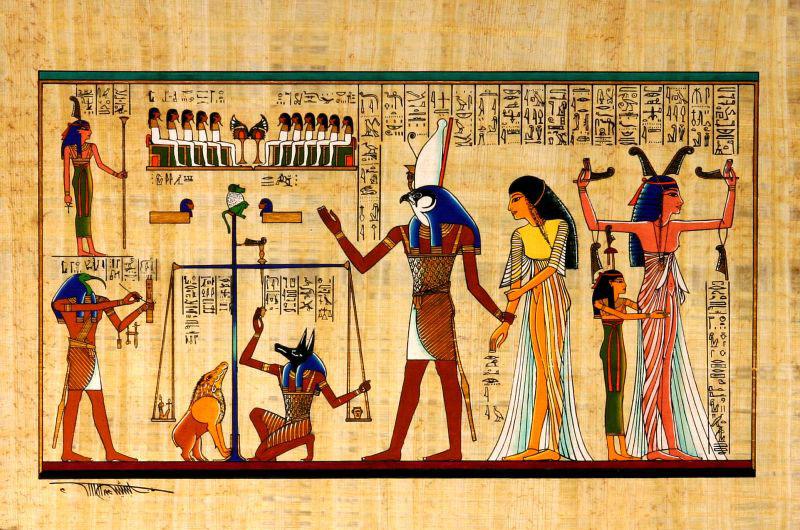 L'intérieur de la pyramide volante 11013210-1-z