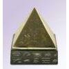 Pyramide En Cuivre Avec Pied En Basalte