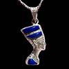 Bijoux Profil De Néfertiti En Argent Avec Incrustation Lapis-Lazuli Sur Un Profil Et Avec Incrustation Lapis-Lazuli, Turquoise Et Cornaline Sur L'autre Profil