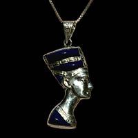 Bijoux Pharaonique Profil De Néfertiti En Argent Avec Incrustation Turquoise Sur Un Profil Et Avec Incrustation Lapis-Lazuli Sur L'autre Profil - 28Ko